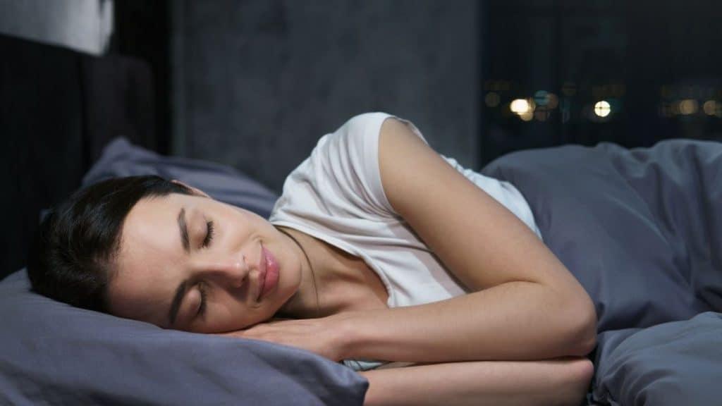 たくさん睡眠をとる